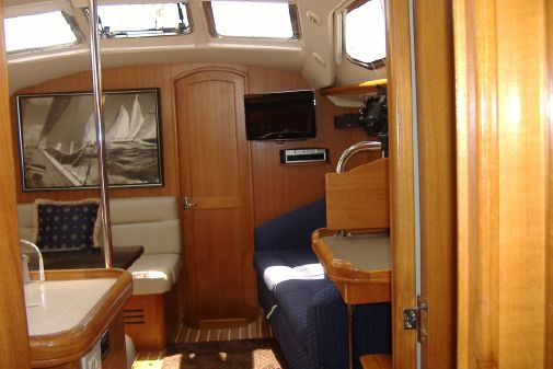 Hunter 41 Deck Salon image