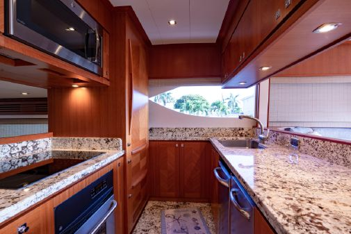 Hampton 650 Pilothouse image