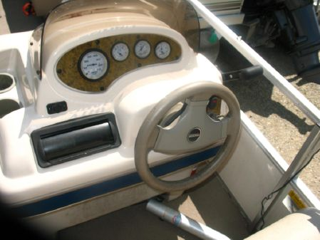 Tracker Barge 200 image