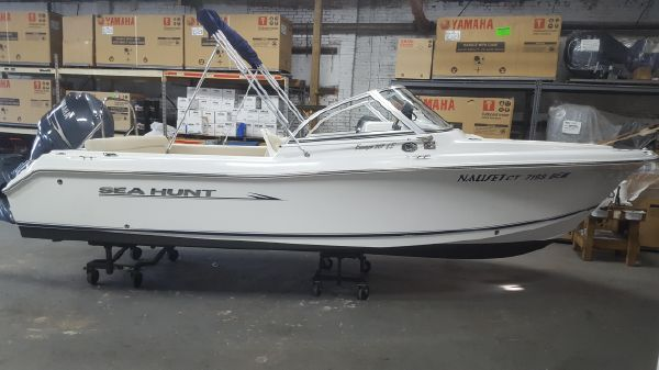 Sea Hunt Escape 207 LE