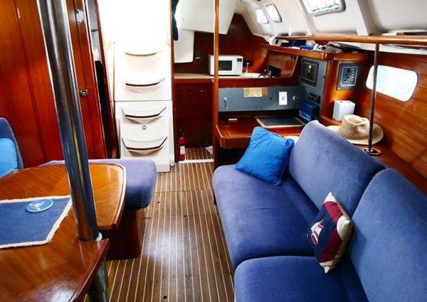 Beneteau 351 image