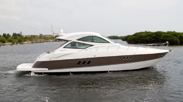 Cruisers Yachts 540 Coupe