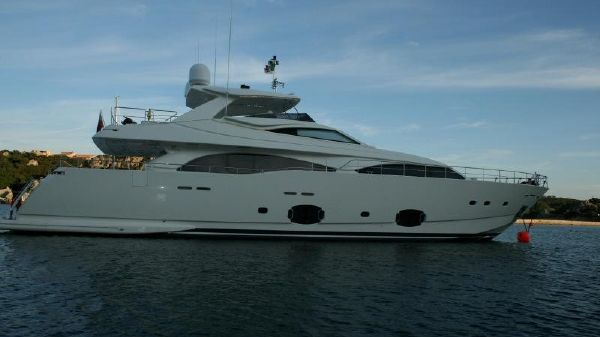 Ferretti Yachts Custom Line CL 97 at anchor