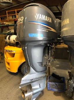 Yamaha Outboards Twin F250TXR image