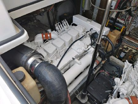 Luhrs 320 Open image