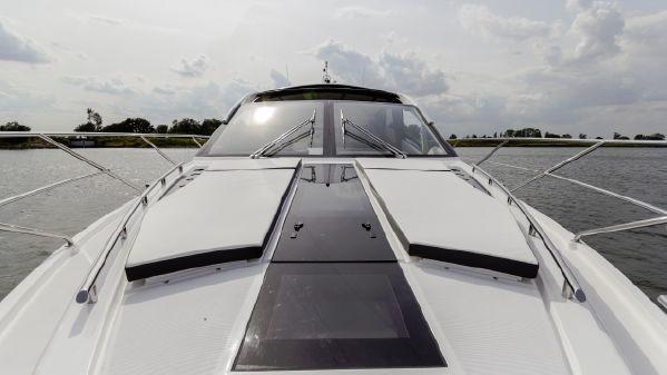 Galeon 560 Skydeck image