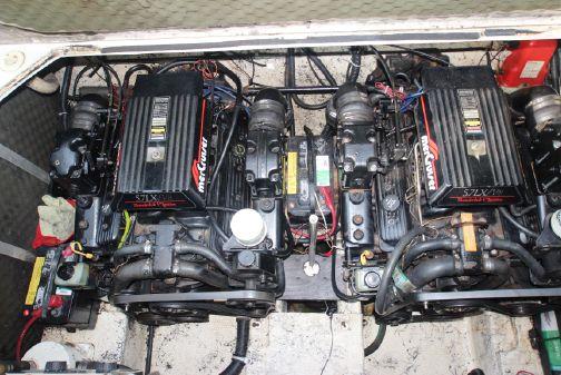 Rinker 300 Fiesta Vee image