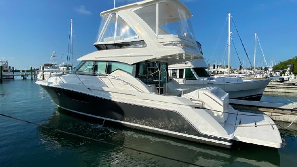 Tiara 44 FLYBRIDGE 15 BEAM