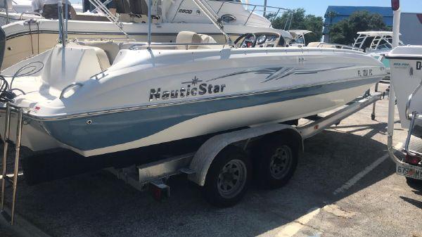NauticStar 205 SC O/B Sport Deck