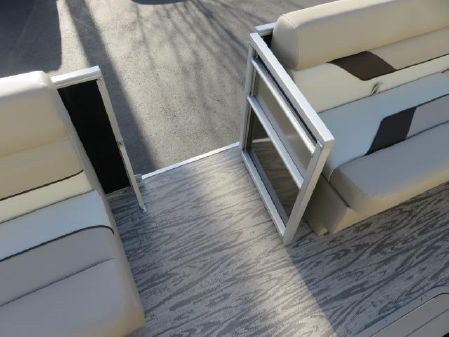 SunCatcher 322 RC Pontoon B3239 image