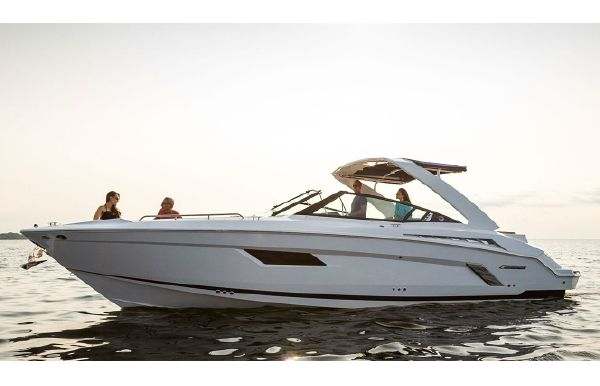 2018 Cruisers Sport Series 338 Bow Rider