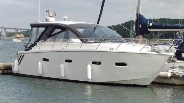 Sealine SC35 Moored