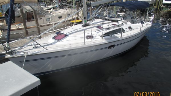 Catalina 320 MkII Whisper Port Side
