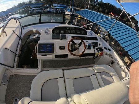 Cruisers Yachts 5000 Sedan Sport image