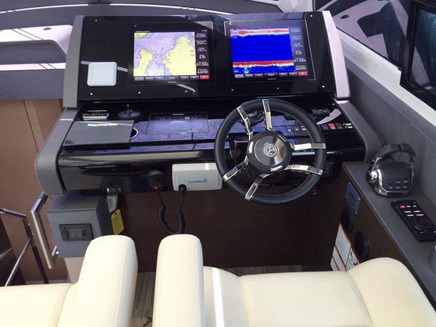 2016 Cruisers Yachts Broker Buy