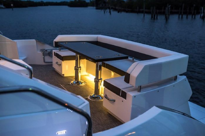 2016 Cruisers Yachts Sell New England
