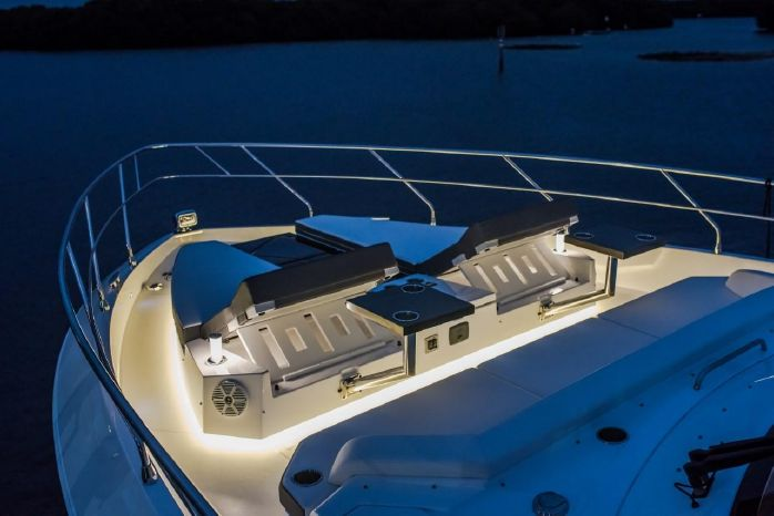 2016 Cruisers Yachts Sell Broker