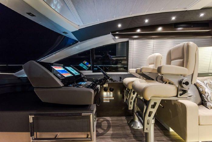 2016 Cruisers Yachts Broker Brokerage