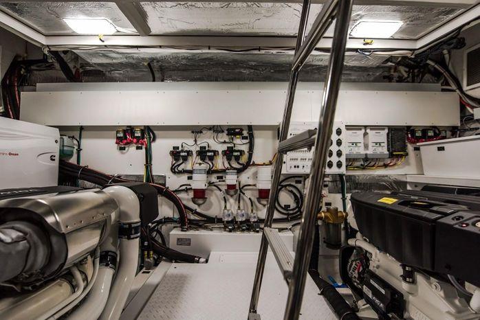 2016 Cruisers Yachts Broker New England
