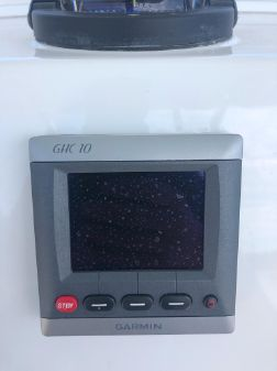 Regulator 34 Center Console image