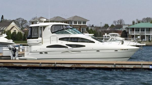 Cruisers Yachts 405 Express Motoryacht Profile