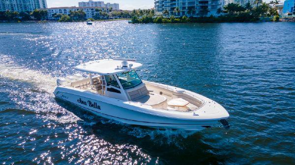 Boston Whaler OUTRAGE 380