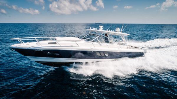 Intrepid 475 Sport Yacht Port Profile