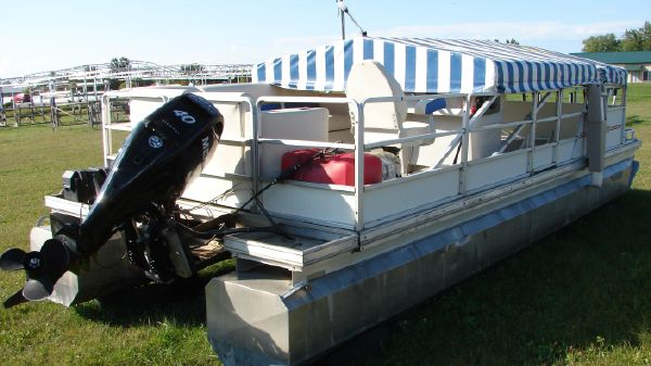 Kennedys 23' Pontoon