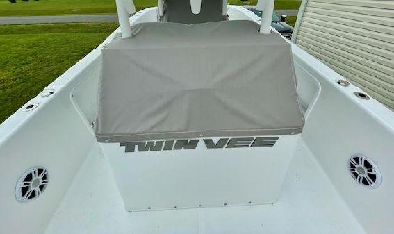 Twin Vee 280CC GFX image