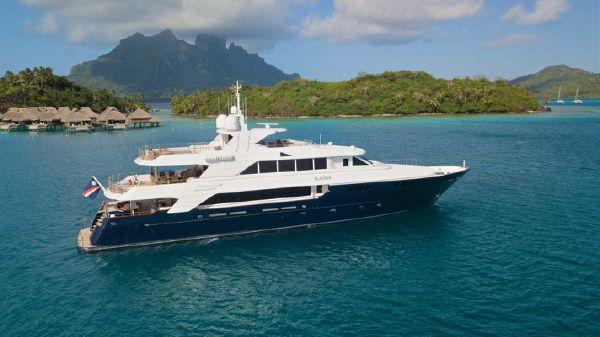 Richmond Yachts Tri-deck Motoryacht
