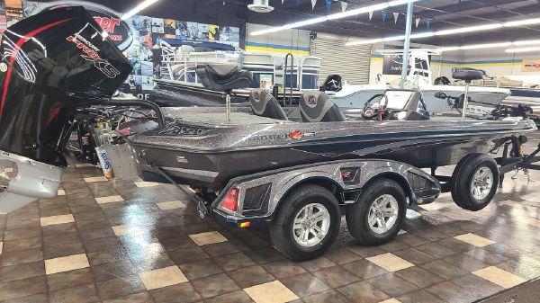 Ranger Z521L Touring w/ Minn Kota Charger