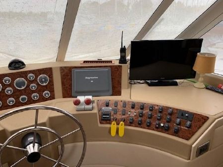 Meridian 490 Pilothouse image