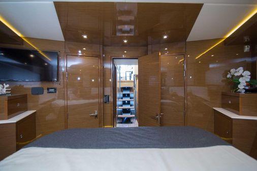 Cruisers Yachts Cantius image