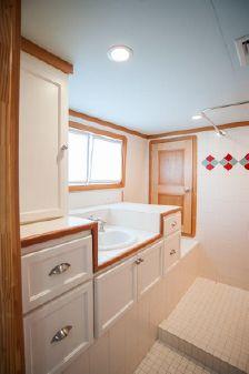 KELLY Houseboat image