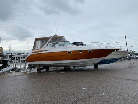Monterey 322 Cruiser - main image