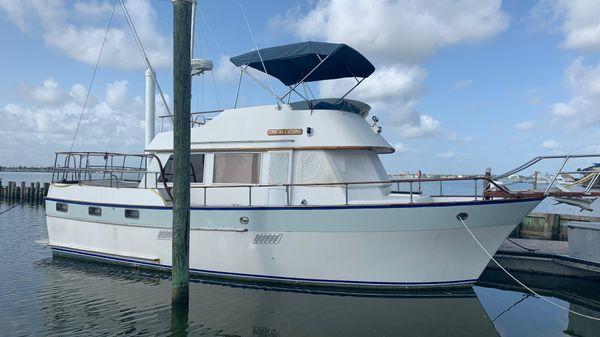 Universal Marine Sundeck Trawler