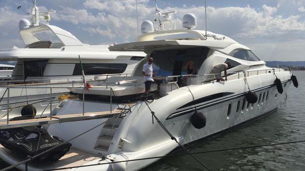 Alalunga Open 85 Sport X w/ 2x2400 MTU Alalunga 85 at dock