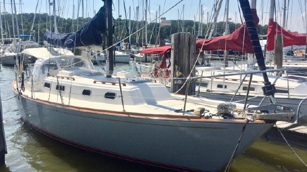 Pearson 35 BEAUTIFULLY RESTORED