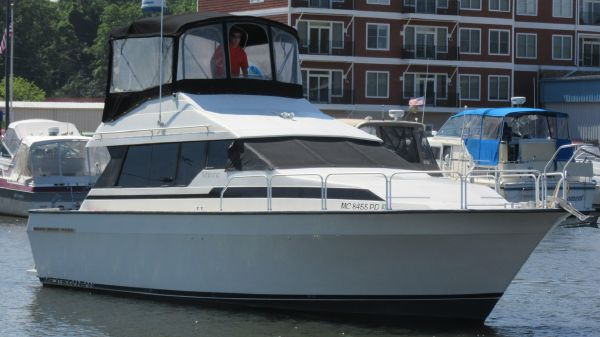 Mainship 35 Convertible ON THE WATER