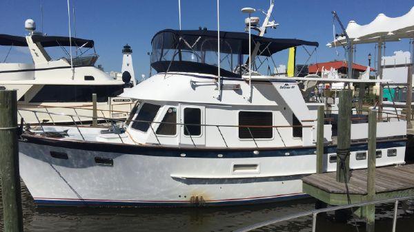 DeFever Offshore Cruiser At Dock
