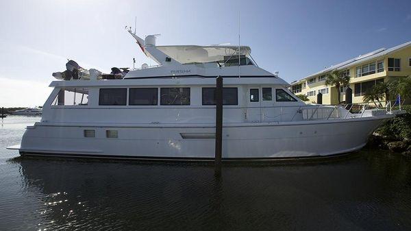 Hatteras Cockpit Motoryacht
