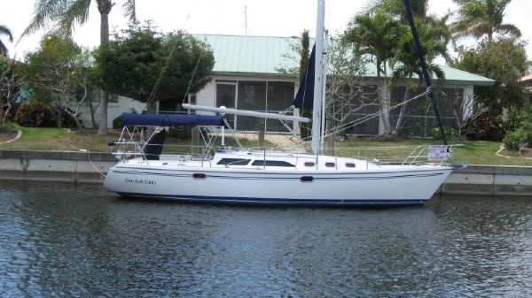 Catalina 34 MkII Off the Grid at her home dock