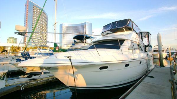 Cruisers Yachts 3650 ACMY