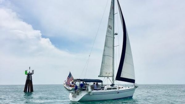 Catalina 350 (air, gen, solar) Lovely boat under sail