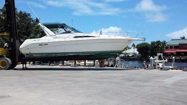 Sea Ray 330 Express Cruiser