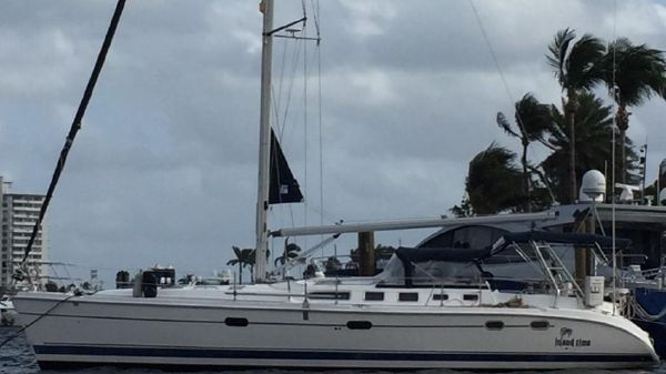 Hunter 466 At Anchor