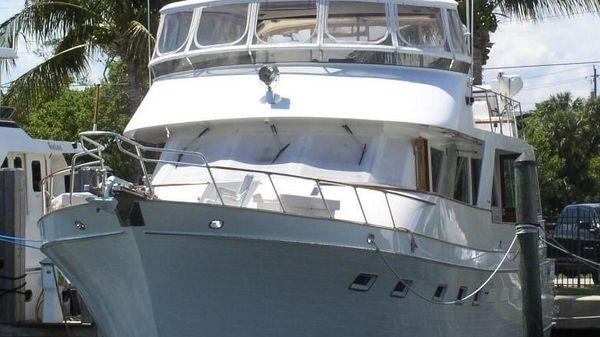Ocean Alexander Cockpit Motor Yacht Bow view
