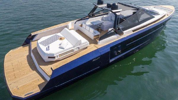 Evo Yachts R6