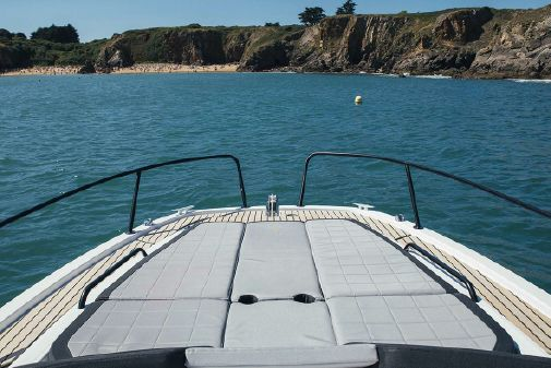 Beneteau America Flyer 8 Sundeck image