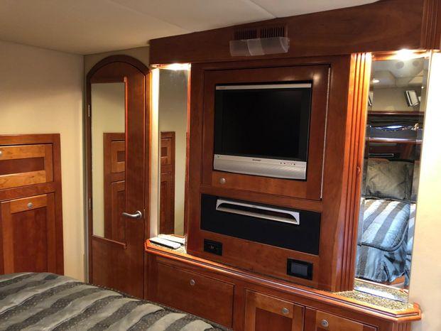 2006 Cruisers Yachts BoatsalesListing Broker